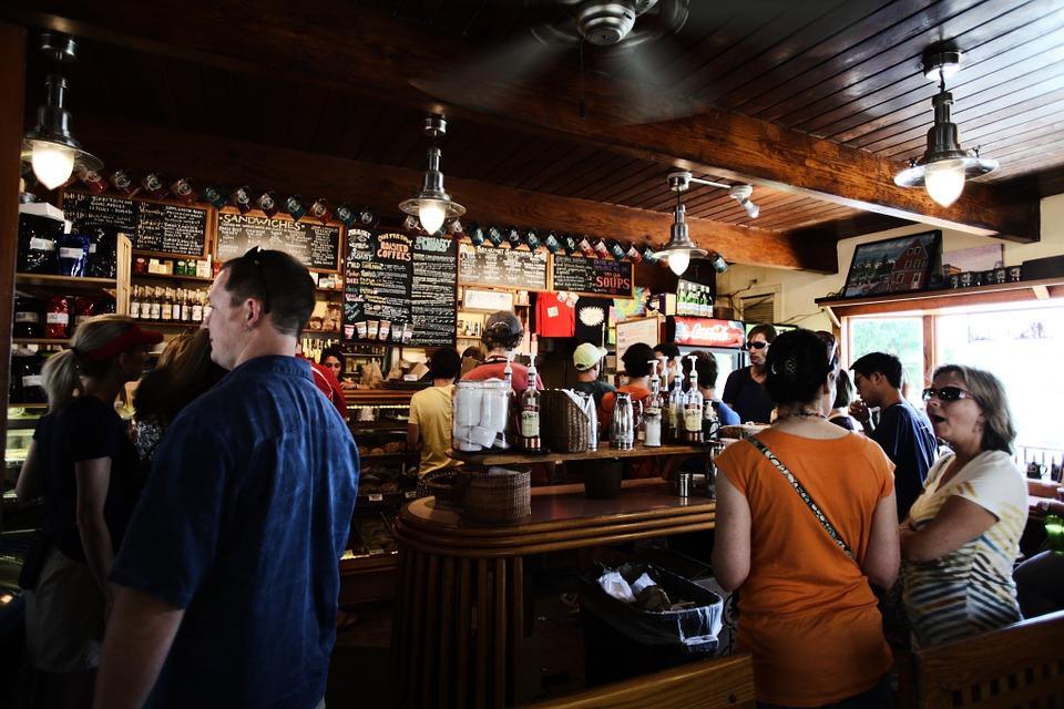 Las franquicias ganan a los bares