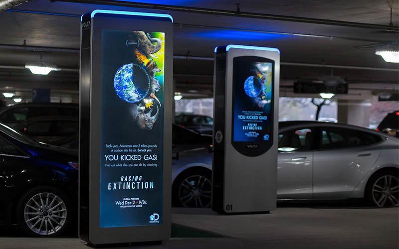 Posible nuevo canal de comunicación: las estaciones de carga para coches eléctricos