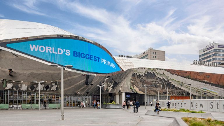 Primark abre en Birmingham su tienda más grande del mundo