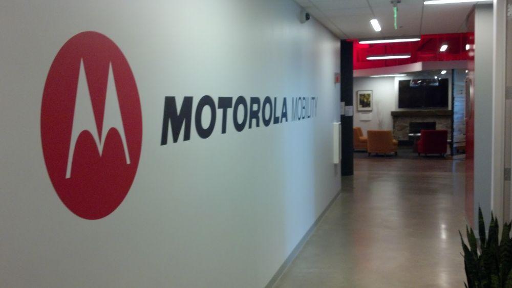 Motorola relanza su modelo mas icónico con pantalla plegable
